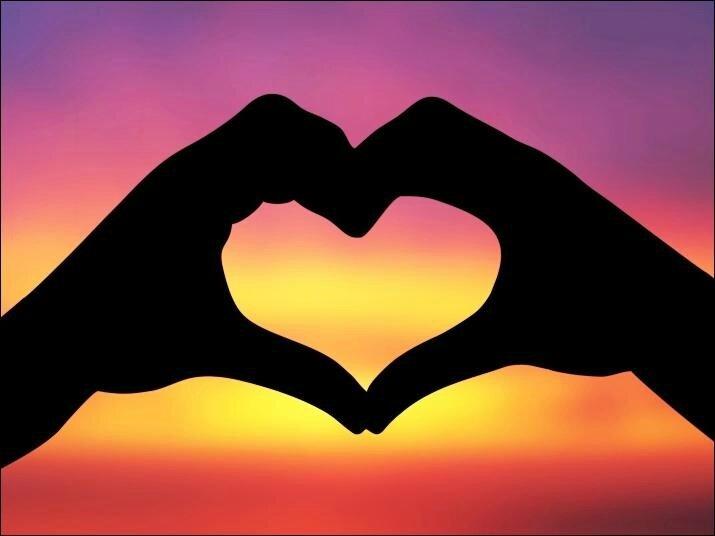 coeur avec mains