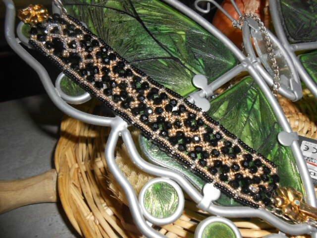 bracelet maroon