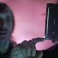 Placement de produit dans les clips musicaux : avantages et risques pour les artistes
