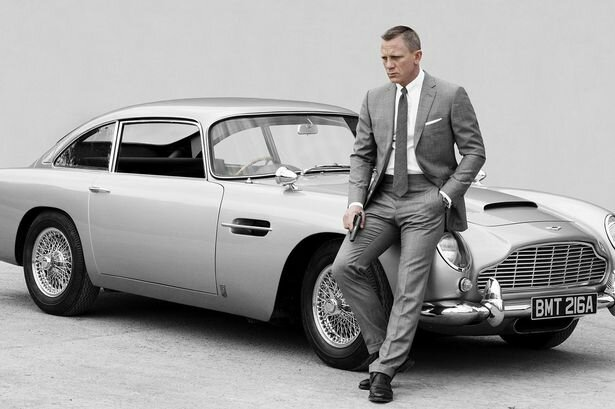 Gold-Plated-Model-Of-James-Bonds-Aston-Martin-DB5