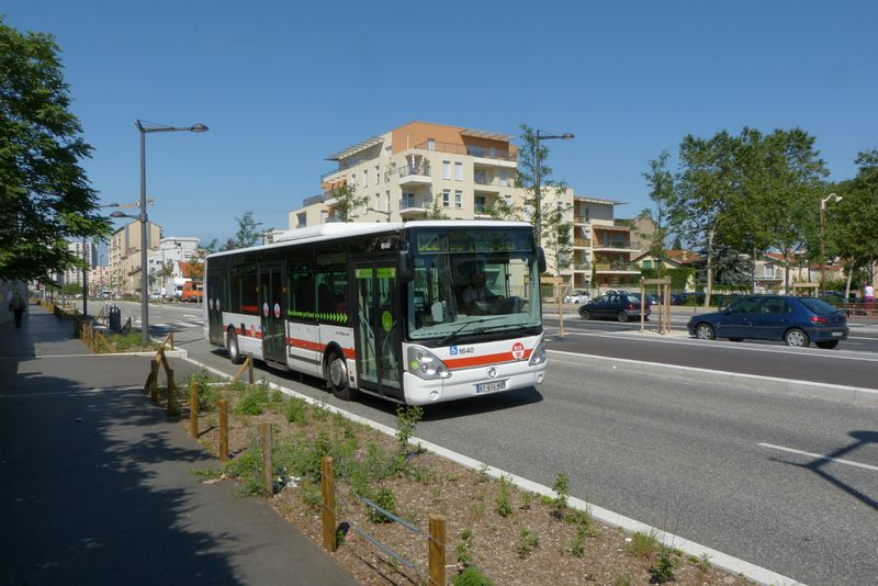 Lyon un site propre qui anticipe le tramway - Bus lyon nancy ...