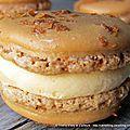 Macarons au caramel au beurre salé, coeur coulant caramel et paillettes éclats de crêpes dentelle