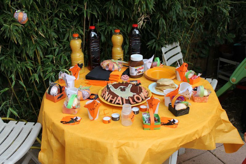 table d 39 halloween papier caillou ciseaux le blog. Black Bedroom Furniture Sets. Home Design Ideas