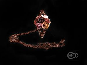 Sautoir filigree roses marron-blanc-rose poudrée-doré-cuivré