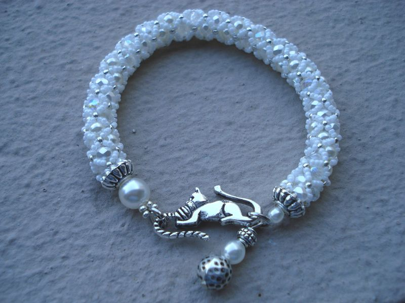 Bangle le chat, blanc et argent