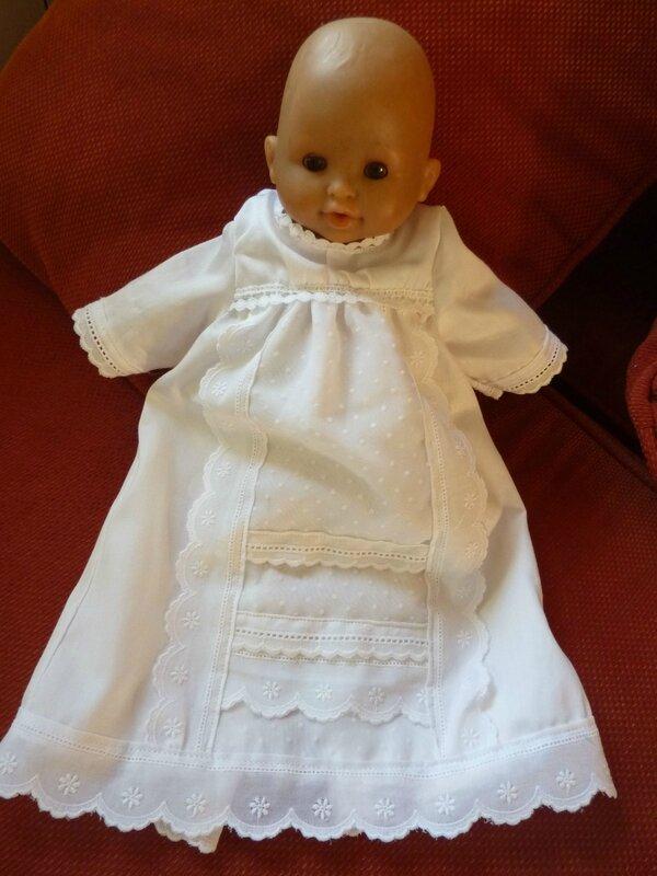 Robe de baptême poupée