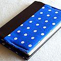 protège-passeport en simili cuir chocolat et coton bleu à pois
