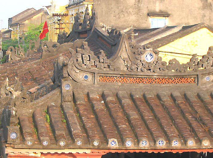 HOI AN - le toit du pont