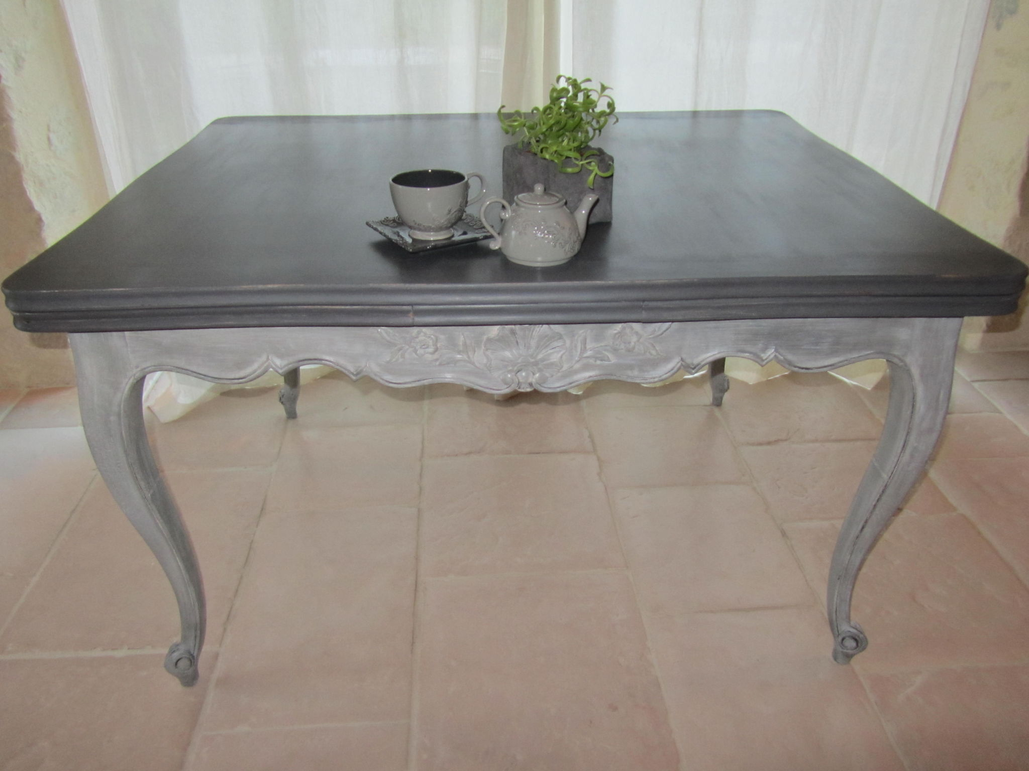 patine table gris gustavien photo de deco les