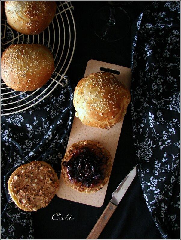 Burger à la Crépinette d'Agneau, à la Pâte de Feta & Oignon Rouge Balsamique 001