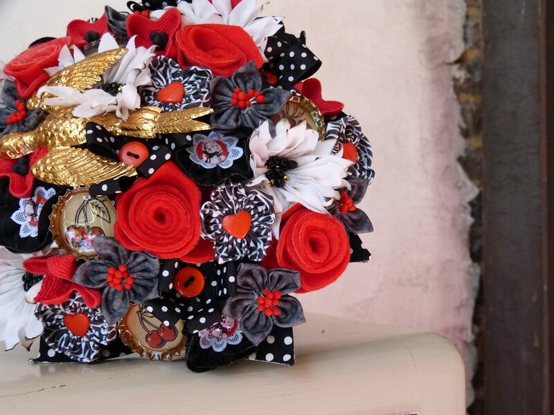 bouquet rockab noir gris rouge or 12