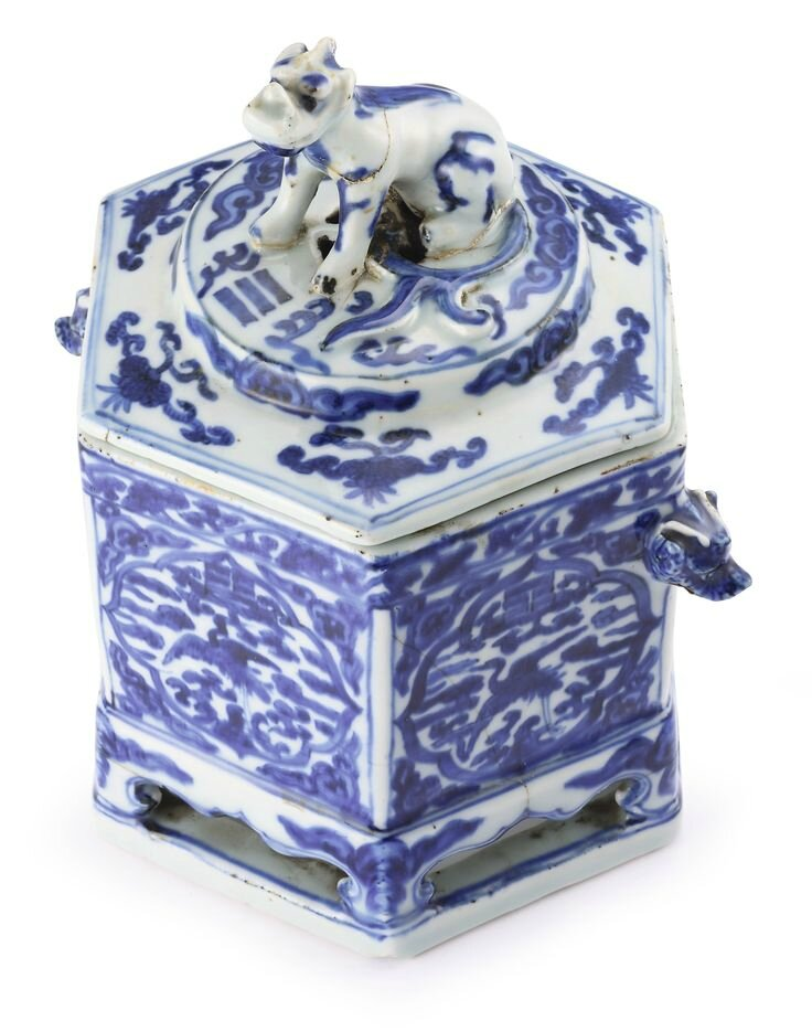A blue and white hexagonal box and cover, Mark and period of Wanli