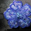 Broche Fleur bleu/violette 30€