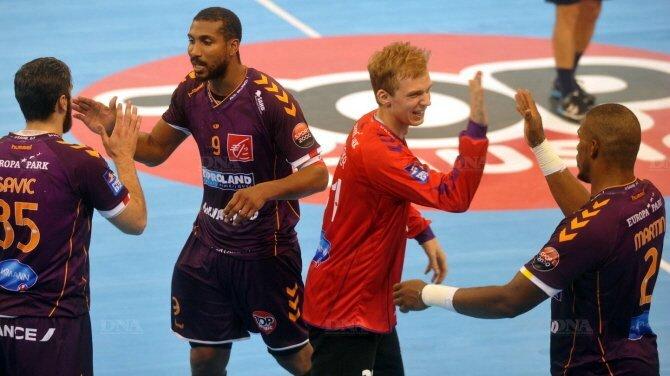 julien-meyer-(au-centre)-a-ete-decisif-dans-les-buts-selestadiens-en-fin-de-match-le-sahb-peut-savourer-sa-deuxieme-victoire-de-la-saison-photo-dna-franc