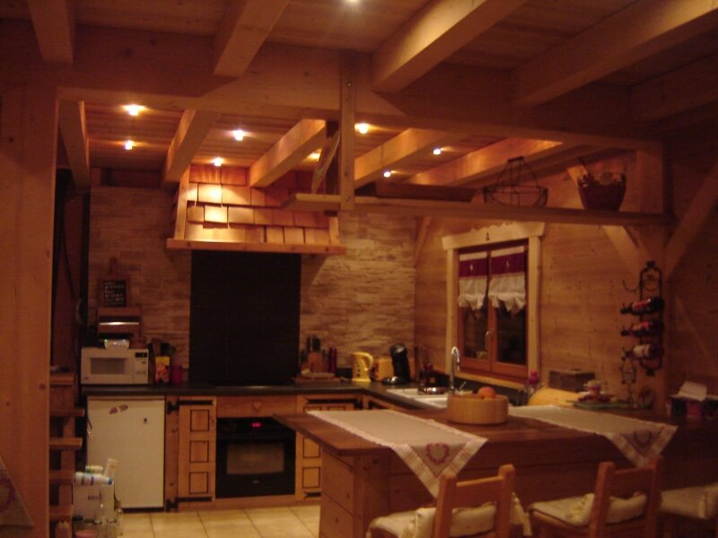 Dsc05680 photo de chalet poteaux poutres int rieur for Interieur chalet bois