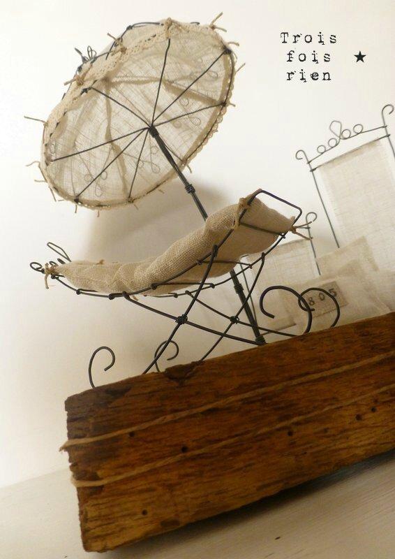 Douce oisiveté, farniente, transat fil de fer, parasol fil de fer, sculpture fil de fer, scénette, fil de fer 6B