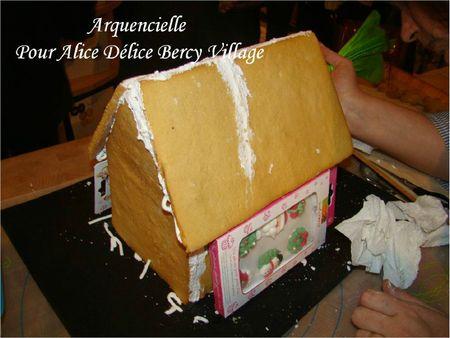 Construction maison pain d'épice Le toit réparé