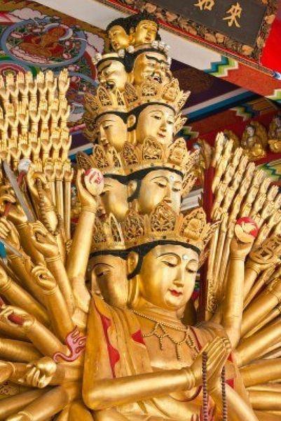 guan-yin-with-ten-thousand-hands