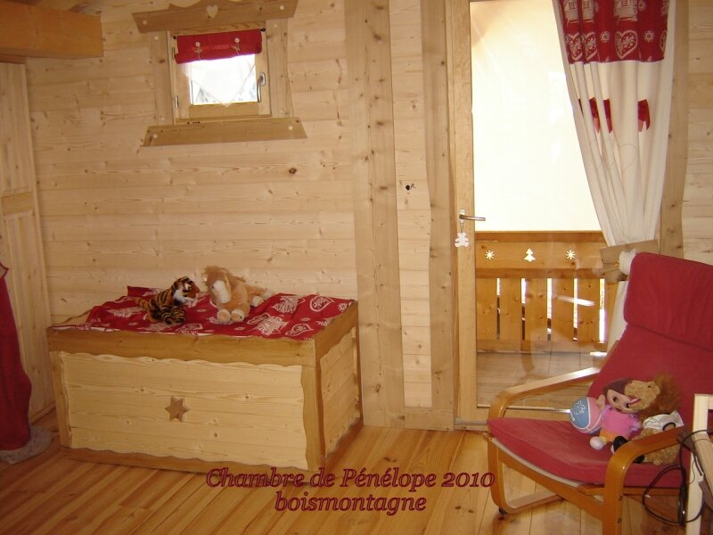 int rieur chalet 055 photo de chalet poteaux poutres. Black Bedroom Furniture Sets. Home Design Ideas