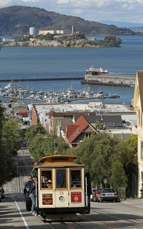 3_Cable_Car_on_Hyde_St_with_Alcatraz,_SF,_CA,_jjron_25_03_2012
