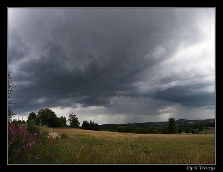 14h38_Panorama_d_une_averse_orageuse_en_direction_de_l_Ard_che