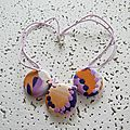 collier marbré violet et orange 10 €