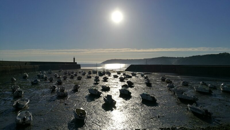 Binic, lever de soleil sur le port