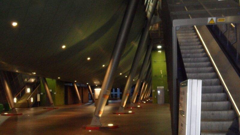 Docklands Light Railway : Station Heron Quays
