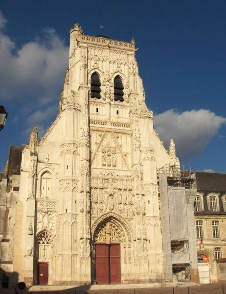Façade de l'abbatiale de Saint-Riquier