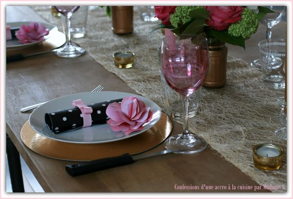 Table rose et or 025