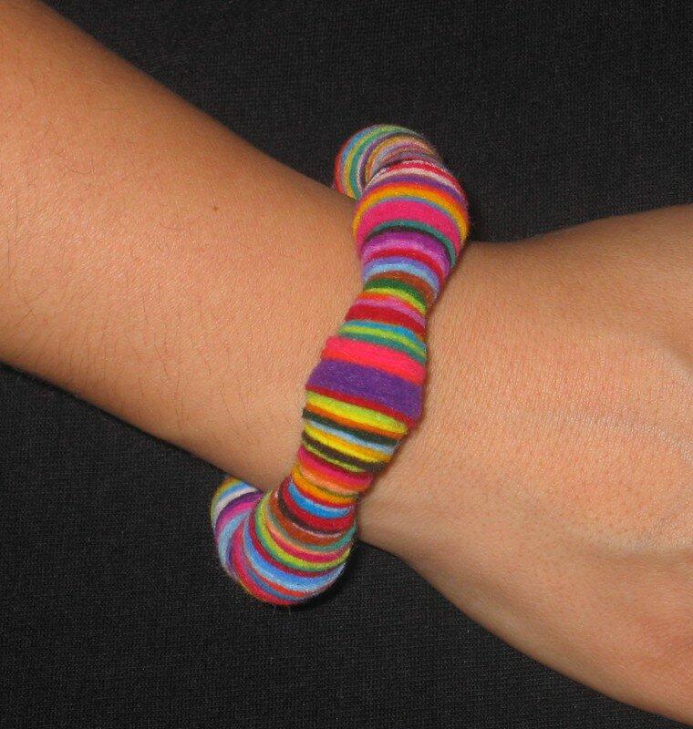 Bracelet en feutrine multicolore