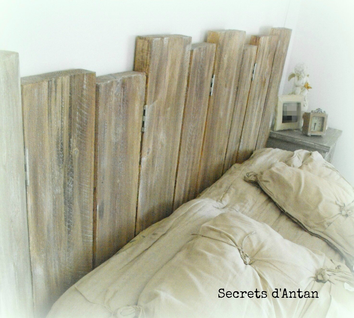 tete de lit avec bois de grange. Black Bedroom Furniture Sets. Home Design Ideas