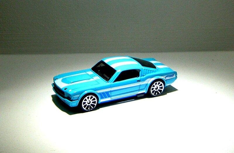 Ford mustang fastback de 1965 (Hotwheels 2013) 02