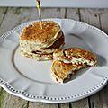 Pancakes salés au parmesan, tomates séchées et origan