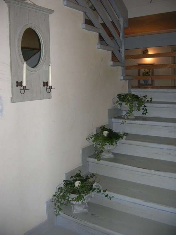 Escalier patin en gris roses et pivoines for Photo escalier peint blanc gris
