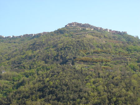 VILLAGE_DE_PERINALDO_FACE_VILLAGE_APRICALE