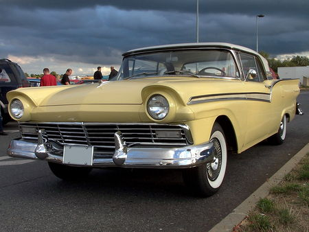 57_FORD_Fairlane_500_Skyliner_Convertible__1