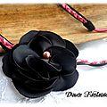 Headband fleur rose noir daim satin