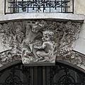 Cariatides en buste et angelots en cariatides 23 - 25 rue henry monnier