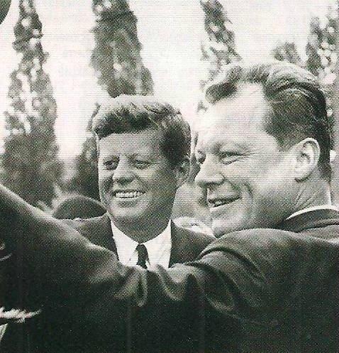 photo mouvement socialiste RFA - Willy Brandt Berlin