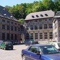 La cour des mineurs dans le vieux Liège