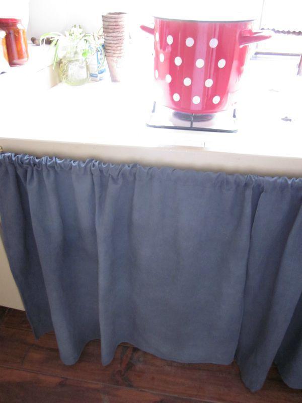 un rideau de chanvre ancien pour habiller une tag re la f e marraine. Black Bedroom Furniture Sets. Home Design Ideas