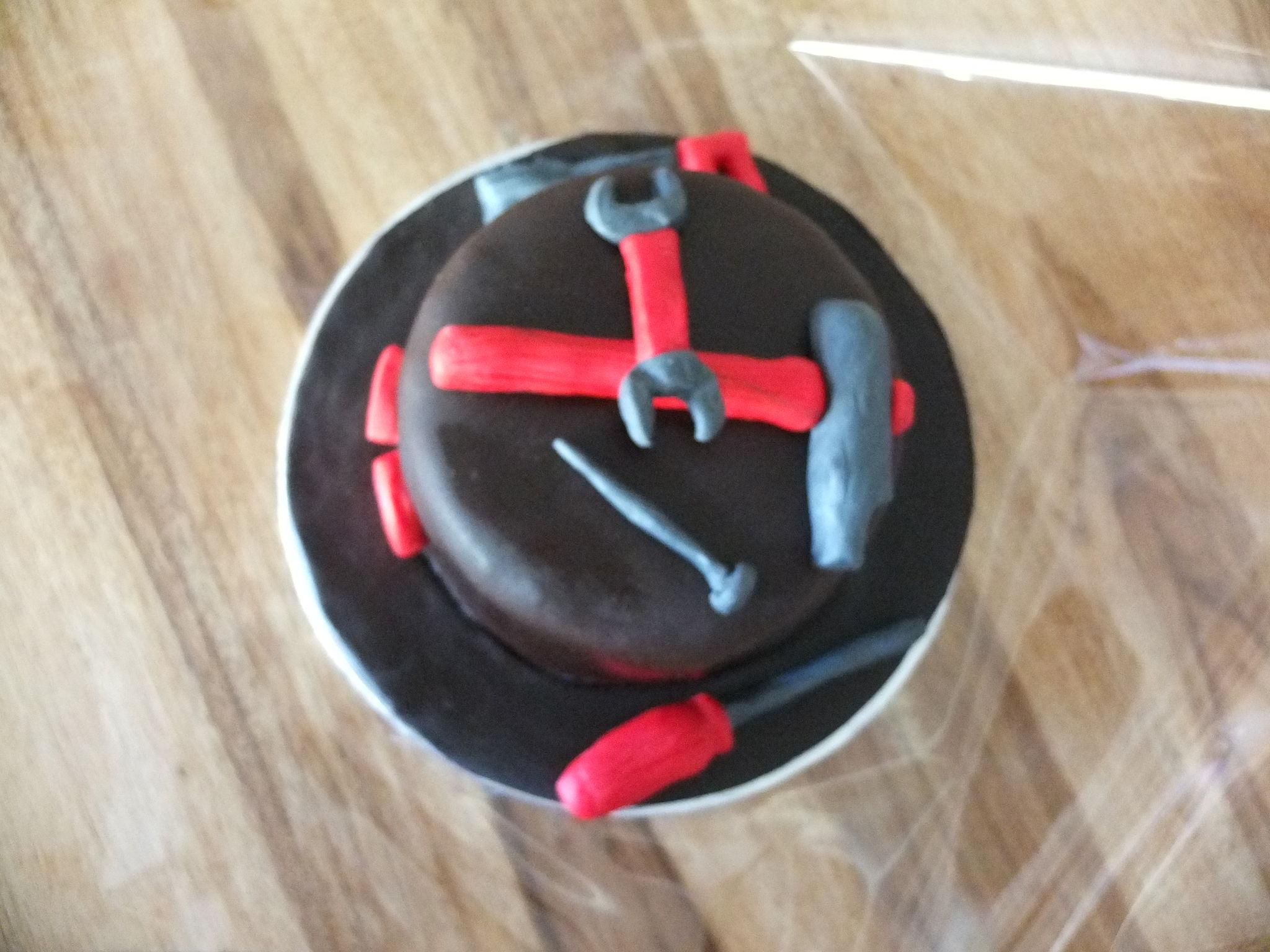 gateau pour un bricoleur photo de gateaux en pate sucre mysweetshop p tisserie et cake. Black Bedroom Furniture Sets. Home Design Ideas