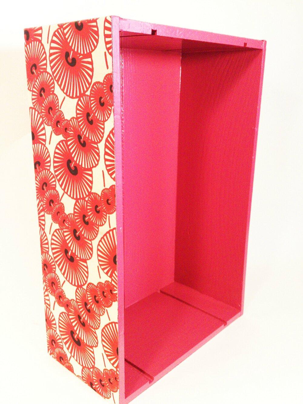 étagère tissu rouge