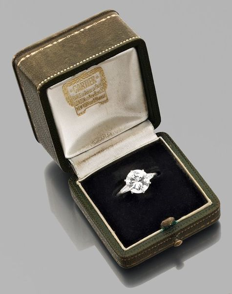 cartier_importante_bague_diamant_solitaire_135359787373839