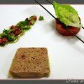 Foie gras mi-cuit, chutney de tomate raisin, moulin cardamome, candy, pralines roses