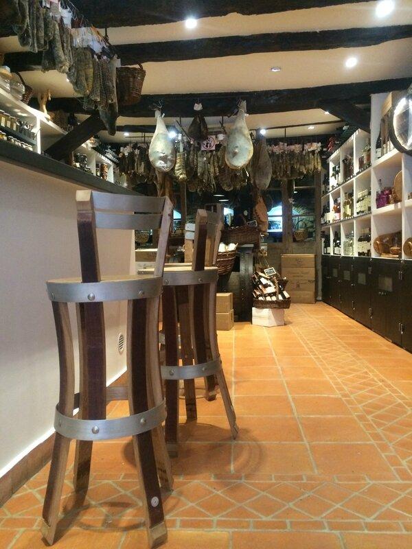 roba nostra, chaise de bar,tabouret de bar,chaises de bar,tabourets de bar,tabouret haut,tabourets hauts,chaise haute,chaises hautes,meuble cavistz,mobilier caviste,meuble cave à vin,mobilier cave à vins,chaise