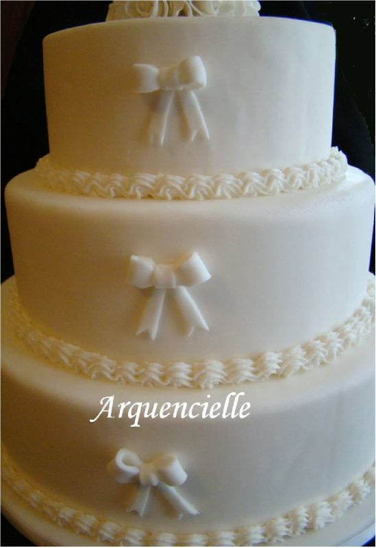 Wedding cake salon tours blanc simple et chic photo de g teaux pour les sal - Salon simple et beau ...