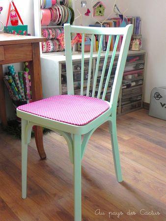 Chaise peinte bleu aqua et tissu à pois rose Au pays des Cactus 8