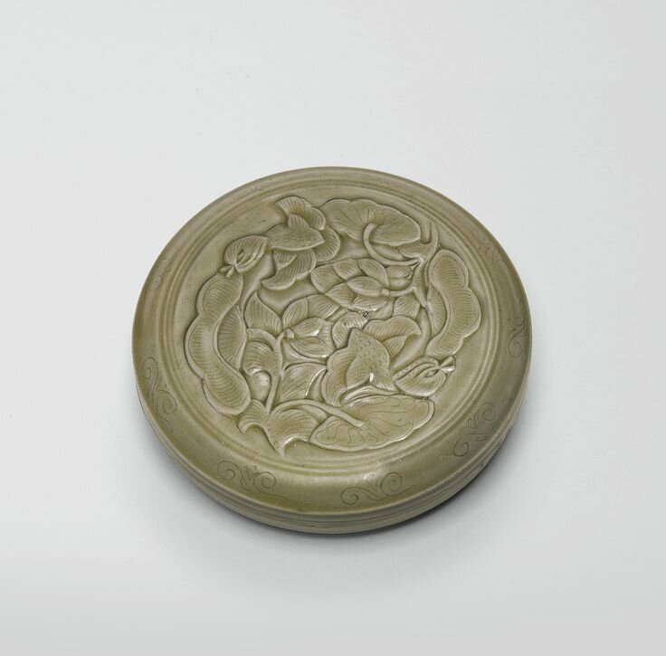 A rare and superbly-carved 'Yue' 'Ducks and Lotus' box and cover, Northern Song dynasty